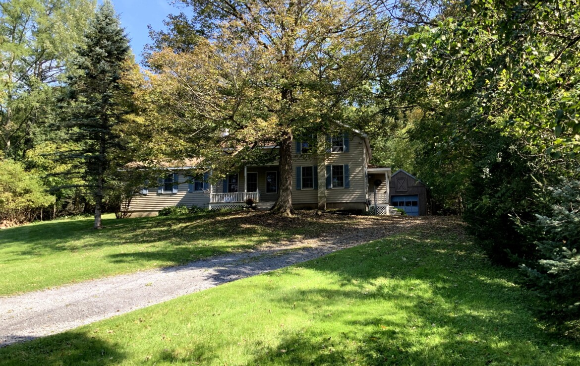 4 Bedroom Village Home For Sale on 1 acre Clinton NY